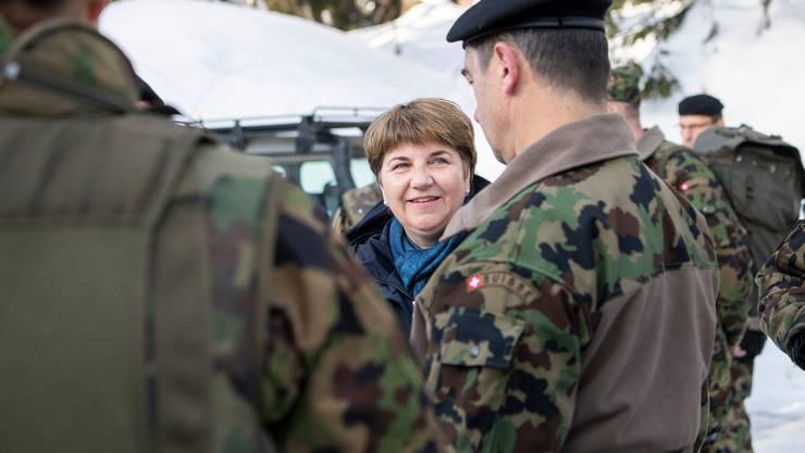 Verteidigungsministerin Viola Amherd beim Truppenbesuch am WEF in Davos.