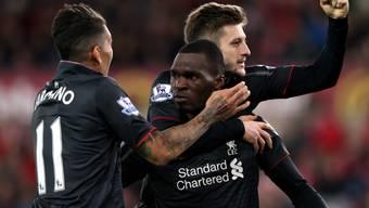 Christian Benteke (Mitte) entschied zum zweiten Mal in Folge eine Partie zugunsten von Liverpool