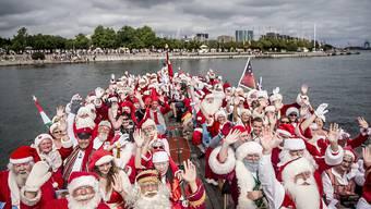 Dutzende Weihnachtsmänner treffen sich in Kopenhagen zum jährlichen Weltkongress der Weihnachtsmänner. (Archiv)