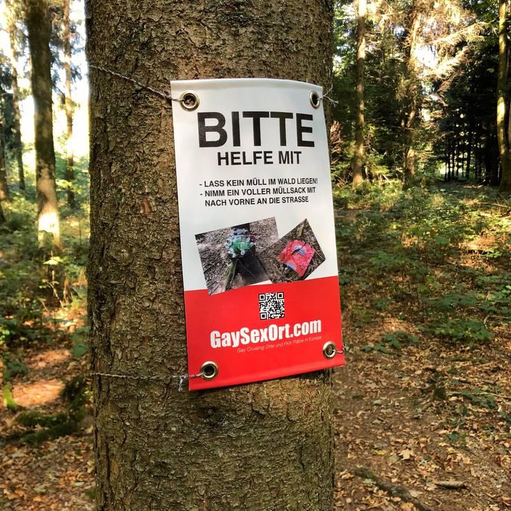 Die Besucher werden aufmerksam gemacht, den Wald sauber zu halten.