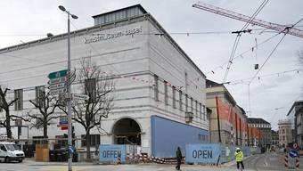 Das Kunstmuseum Basel erhält zwei Papierarbeiten von Picasso und vier Werke von Miriam Cahn als Schenkung.
