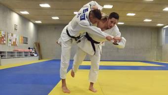 Multimedia-Reportage Judoclub Brugg / Ju-Jitsu & Judo Club Brugg in der Mülimatt-Sporthalle; Judoka / Judokas in Aktion; Jonathan Schindler und Ciril Grossklaus (rechts)