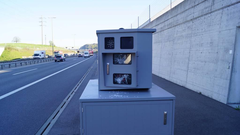 Blitzer bei Autobahntunnel «Rüteli» beschädigt