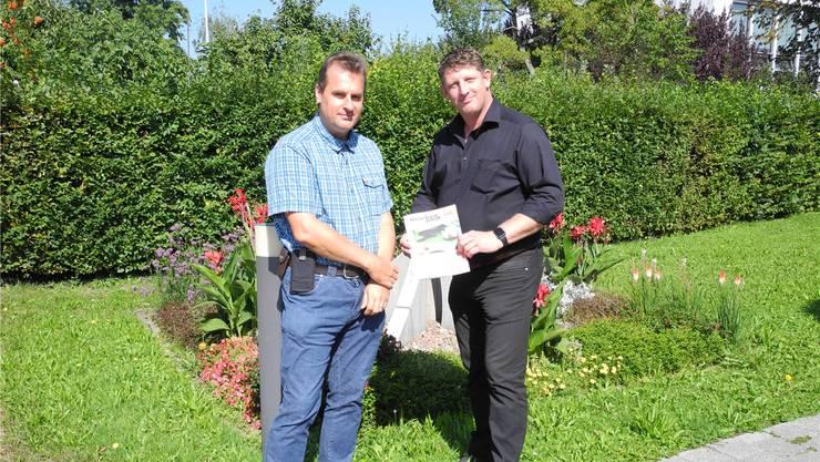 Wollen «proaktiv» über die laufenden Gemeindeprojekte informieren: Gemeindeammann Beat Käser (r.) und Gemeindeschreiber Sascha Roth. Archiv