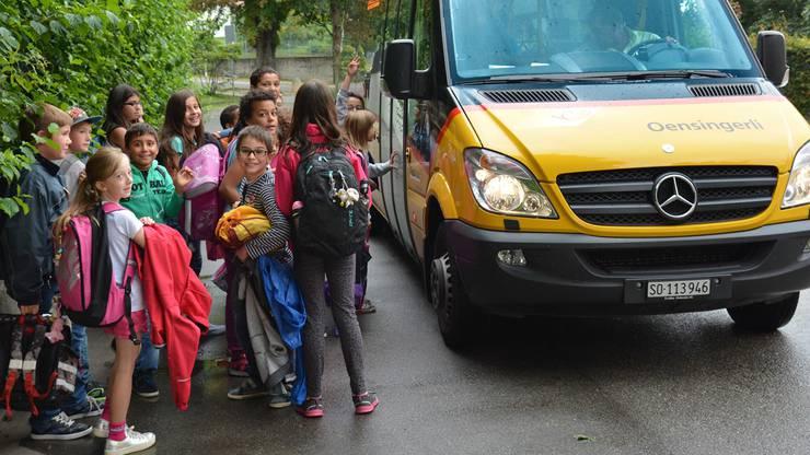 Weil Schüler wegen Budgetkürzungen von der Gemeinde weniger für ihre Abos beimOrtsbus Oensingen erhalten, kann sich das Elterntaxi-Problem weiter verschärfen.