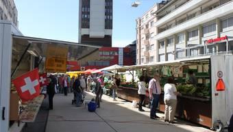 Grenchen soll als Wohnort noch attraktiver werden: Marktplatz während des freitäglichen Wochenmarktes.