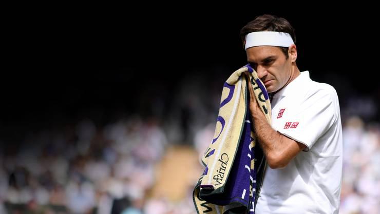 Vielleicht die bitterste Niederlage von Roger Federer: Er verliert den Wimbledon-Final in fünf Sätzen gegen Novak Djokovic.