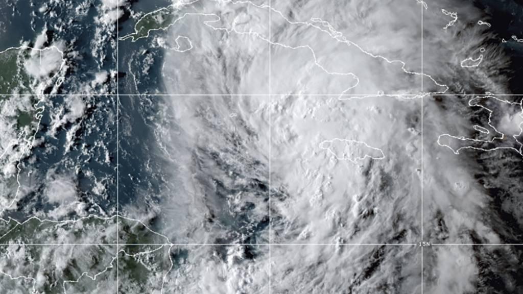 HANDOUT - Ein Satellitenbild zeigt den Tropensturm «Ida» in der Karibik. In der Karibik bewegt sich ein gefährlicher Tropensturm auf Kuba und die Golfküste der USA zu. Foto: -/NOAA/AP/dpa - ACHTUNG: Nur zur redaktionellen Verwendung und nur mit vollständiger Nennung des vorstehenden Credits