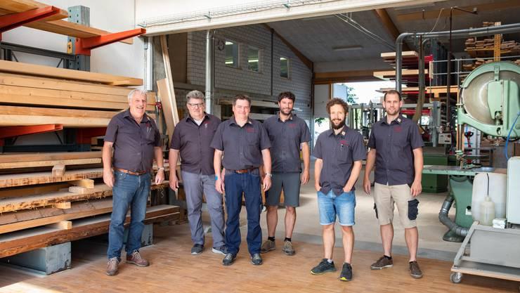 Die Gesichter der Schreinerei (v. l.): Hans Frei, Kurt Hediger, Andreas Rohn, Tobias Frei, Sebastian Issartel und Simon Frei.
