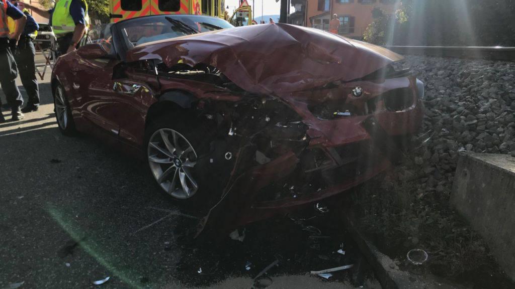Bei einer Kollision zweier Fahrzeuge sind am Freitagnachmittag in Hölstein BL drei Menschen verletzt worden. Sie mussten alle hospitalisiert werden. An den Fahrzeugen entstand Totalschaden.