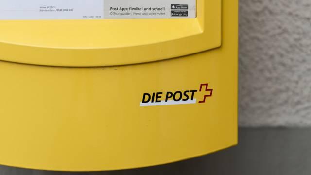 Ein Briefkasten der Post im Dorf Kerzers (Archiv)