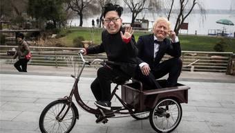 Ob US-Präsident Trump und der nordkoreanische Diktator Kim auch so gute Laune haben werden wie diese zwei maskierten Männer?Getty Images