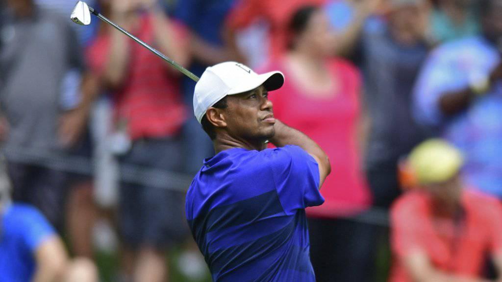 Tiger Woods unter den Augen seiner vielen Fans