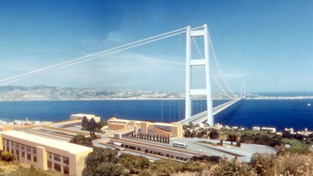 Computersimulation des ehemaligen Projekts: So könnte die Hängebrücke über die Strasse von Messina aussehe  (Archiv).