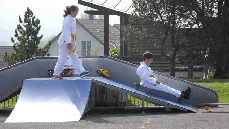Kinder der Schlieremer Karateschule von Anton Grgic