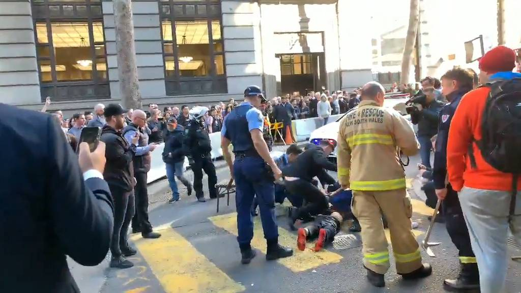 Mann attackiert Frau in Sydney mit Messer