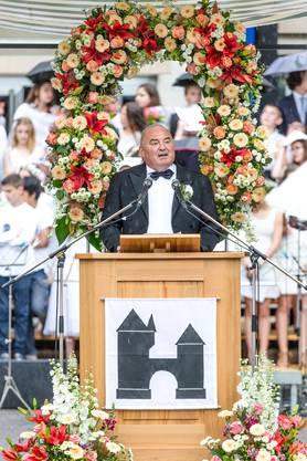 Daniel Moser bei seiner Ansprache an der Jugendfest-Morgenfeier im Juni 2016. Wegen starken Regens musste der Anlass kurz darauf abgebrochen werden.