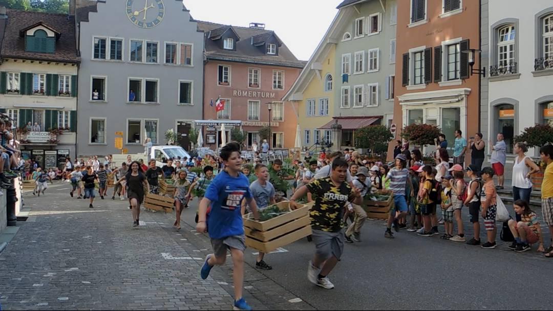 Stürmisch: Die Jugend nimmt die Stadt Brugg in Beschlag