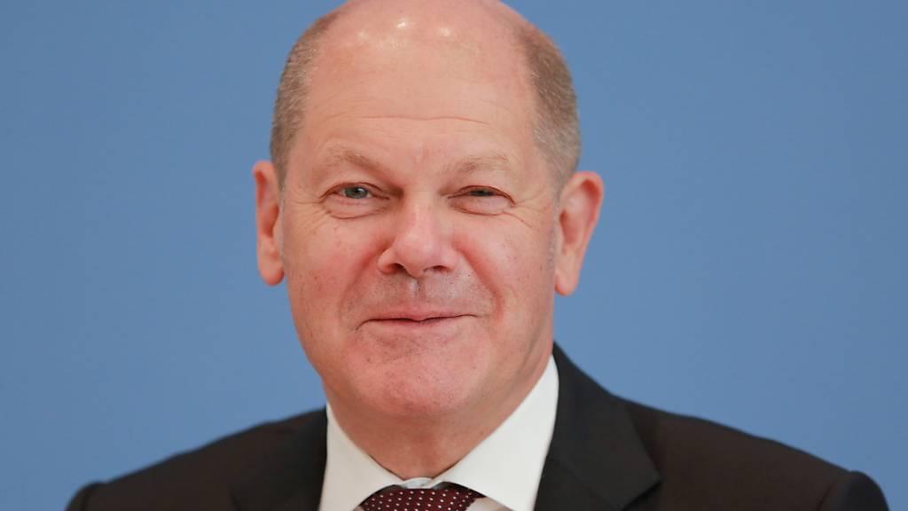 Der deutsche Finanzminister Olaf Scholz hat für den Monat April mit einem massiven Einbruch bei den Steuereinnahmen zu kämpfen. (Archivbild)