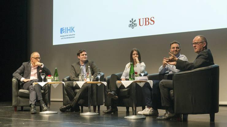 Von links: Moderator Reto Brennwald, Dominik Solenicki, Ramona Bolliger, Fabio Emch und UBS-Regionaldirektor Aargau/Solothurn Thomas Sommerhalder.