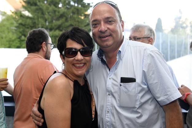 Der ehemalige Gemeindammann Markus Dieth geniesst das Wettiger Fäscht als Regierungsrat mit seiner Frau Désirée Dieth.