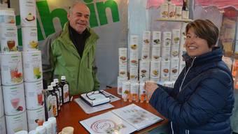 Paul Späni im Gespräch mit Andrea Barrer am Martinimarkt in Muri. ES