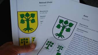 Links das (korrekte) Beinwiler Wappen, rechts das von Auw. (Bild: Eddy Schambron)