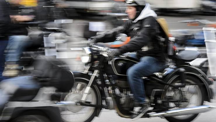 Motorrad Raser (Symbolbild)