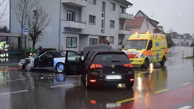 Ein 69-jähriger Autofahrer kollidierte aus noch zu klärenden Gründen mit einer Automobilistin.