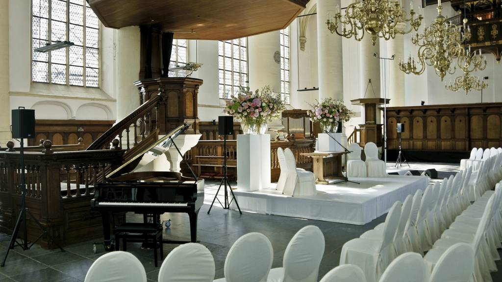 In einer Katholischen Kirche in Kluftern wurden ein Wandlautsprecher und eine LED-Lampe entwendet. (Symbolbild)