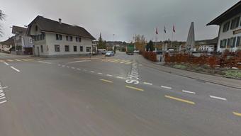 Das Mädchen wurde auf dem Fussgängerstreifen bei der Abzweigung von der Hauptstrasse in die Schönenwerderstrasse in Kölliken angefahren.