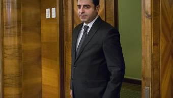 Gegen Selahattin Demirtas, den Ko-Vorsitzenden der türkischen Kurdenpartei HDP, wurden erneut Ermittlungen eingeleitet. (Archiv)