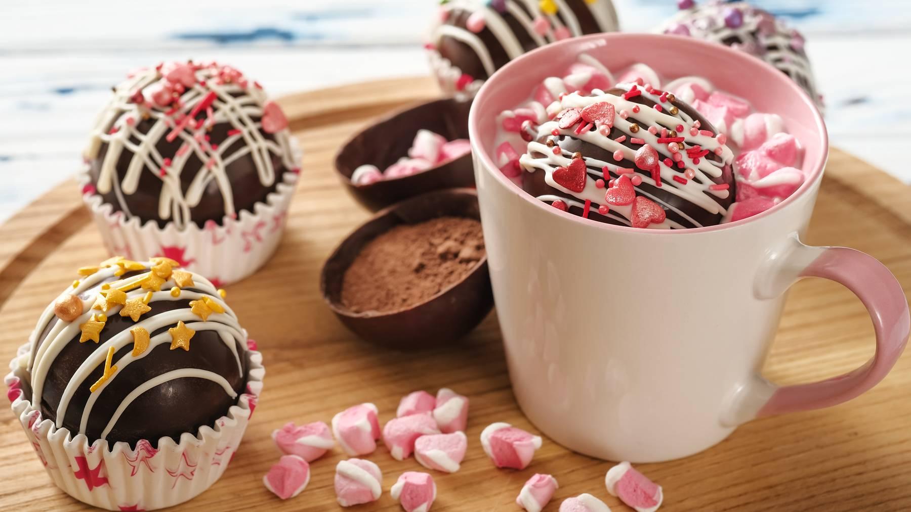 Die heisse Schoggi oder den Kaffee mal mit verschiedenen Zutaten verfeinern und ausprobieren.