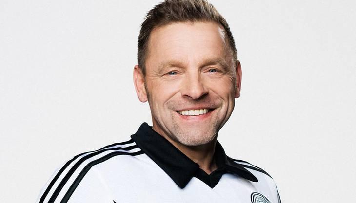 """Er ist einer der populärsten und erfolgreichsten ehemaligen deutschen Fußballspieler und weltweit bekannt. Thomas Hässler wurde mit der DFB-Elf im Jahr 1990 in Italien Weltmeister. Heute arbeitet er als Trainer beim Berliner Fussballverein """"Club Italia 80""""."""