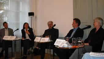 Kontroverse Diskussion: Alexander Hofmann, Lotty Fehlmann, Marcel Guignard, Daniel Kübler und Beatrice Ziegler (von links); auf dem Bild fehlt Andreas Auer.