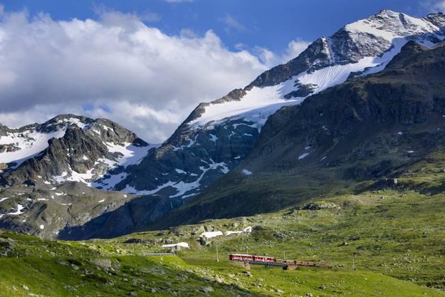 Der Zug durchquert atemberaubende Landschaften.