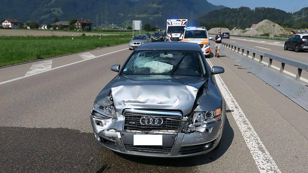 Vier Verletzte bei Auffahrkollision auf A3 bei Mollis