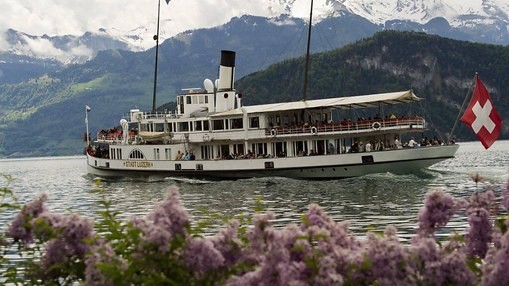 Das Dampfschiff Stadt Luzern auf einer Rundfahrt vor seiner Revision. (Archivbild)
