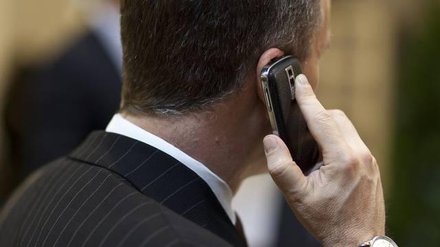 Geschäftsmann mit Handy am WEF in Davos (Archiv)