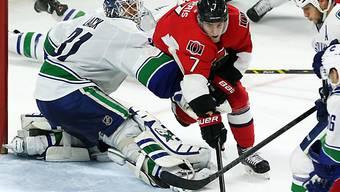 Vancouvers Goalie Eddie Lack gegen Ottawas Kyle Turris