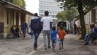 Flüchtlinge warten in einem Zentrum in Zürich auf den Asylentscheid.Keystone