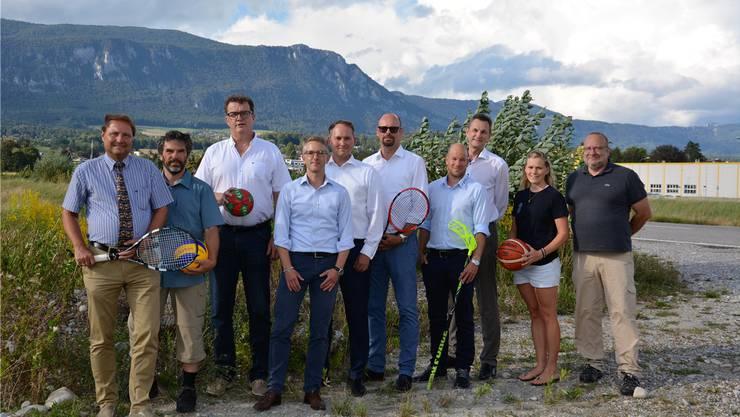 IGSSO-Gründungsmitglieder (v.l.): Milek Kowalski (TC Schützenmatt), Gerd Müller (Volley Solothurn), Stefan Blaser (TV Solothurn Handball), André Naef (Sovision espaceSolothurn, Geschäftsführer IGSSO), Simon Michel (Präsident IGSSO), Martin Arnold (TC Solothurn), Reto Luginbühl (SV Wiler-Ersigen), Ivo Bracher (Beirat Sovision espaceSolothurn), Kathy Peter (Basketballclub Solothurn) und Günter Weber (Badminton Club Ambass Drops). Nicht auf dem Bild: Samuel Scheidegger (FC Solothurn).