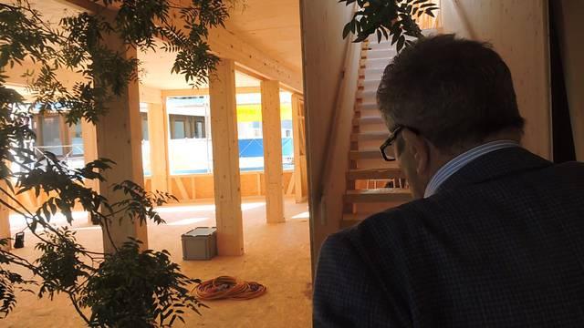 Ein Rundgang mit OK-Präsident Franz Bertschi durch das Baumhaus.
