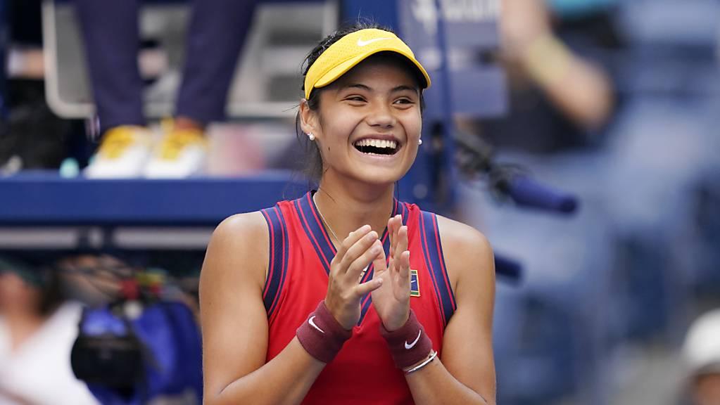 Emma Raducanu trifft im Viertelfinal mit Belinda Bencic erstmals am US Open in New York auf eine gesetzte Spielerin.