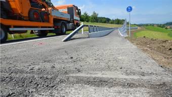 Alles ist vorbereitet, um auf dem Radweg Wallenschwil–Rüstenschwil in diesen Tagen den Deckbelag einzubauen.