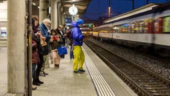 Am Bahnhof Brugg: Auch künftig sollen die Züge sicher und pünktlich ans Ziel kommen.