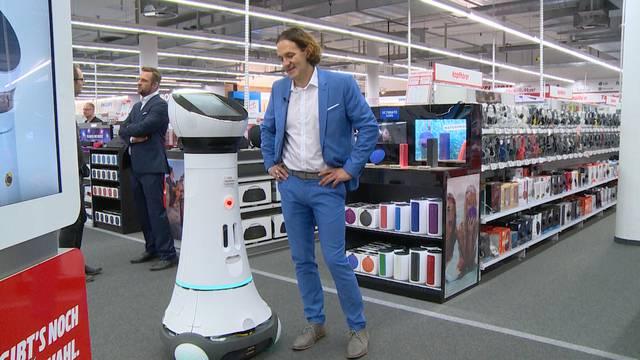 «Hoppla, nicht so schnell!»: Roboter Paul hatte seinen ersten Arbeitstag bei Mediamarkt