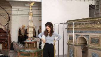 """Die digitale Gesellschaft und ihre Ängste: Diesem Thema widmet sich die Berliner Künstlerin Raphaela Vogel in der Ausstellung """"Bellend bin ich aufgewacht"""" im Kunsthaus Bregenz."""