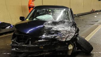 Im Gubrist-Tunnel starben in der Nacht auf gestern zwei Menschen, drei weitere wurden verletzt.