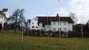 Der Stangenwald bei Kirchgasse/Prügelgasse kündigt das Neubauprojekt an.